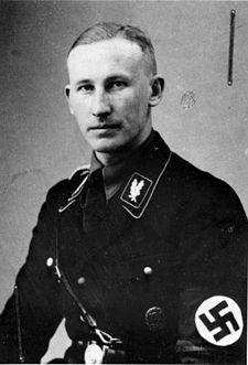 """Herr Reinhard Heydrich, März MCMXXXIII. Seine Stimme tönnte weiblich, seine Haltung war adelig, friedlich, fesch, fein, keine bauernhärte, eher ein """"Engel"""". Er hat das Leben Röhms genau gekannt. Als Katholiker hat Er sich nicht darum gekümmert.Verborgene Geilheit unter freien Erwachsenen sollte der Verfolgung der KriPo, SD, usw. nicht unterstehen. Gegenüber mancher Feinde die """"Praxis"""" wurde nicht die selbe; trotzdem viele Gleichgeschlechtige, wie Hans Blüher (milder Gegner der NZ) und Billinger, lebten im III Reich frei und von den Behörden ungestört."""