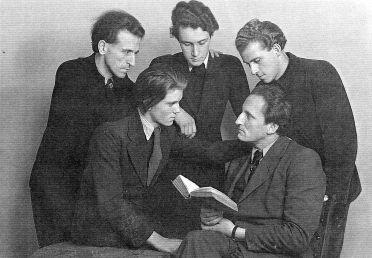 JÜDISCHE VERDERBER: Back row: Wolfgang Frommel, Martijn Engelmann, Guido Teunissen Front row: Haro op het Veld, Percy Gothein (1944) (Source: coll. F. Rheannon)