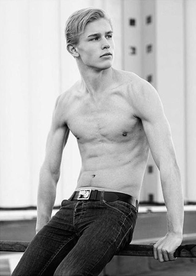 Simens Stensaas, modelo noruego.