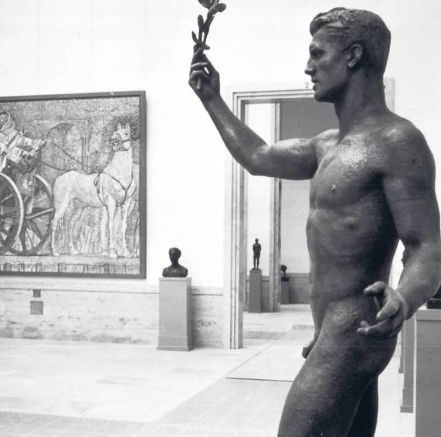 "Grosse Deutsche Kunstausstellung, München, 1937.""Sieger"", Standbild von Ottmar Obermeier. Sh. www.gdk-research.de ."