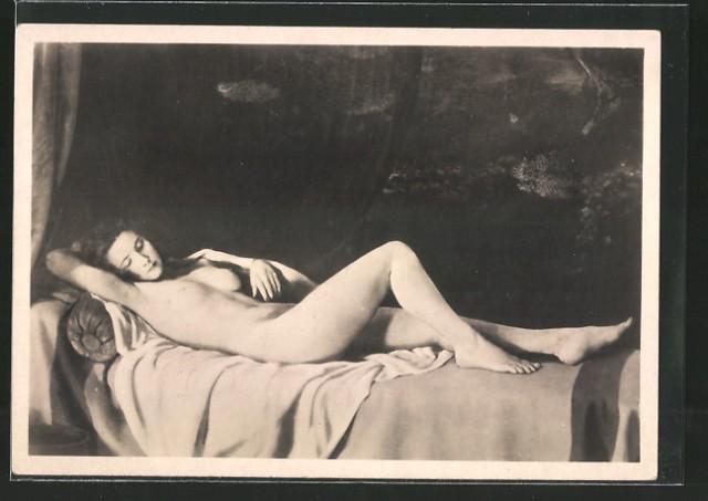 """Johan Schult, """"Die Ruhende"""", 1940(?), Haus der Deutschen Kunst, München. https://www.ak-ansichtskarten.de/ak/90-Alte-Ansichtskarte/690-Haus-der-deutschen-Kunst-Nr-400-Nr-499/6664412-AK-Haus-der-deutschen-Kunst-NR-410-die-Ruhende-nackte-Frau ."""