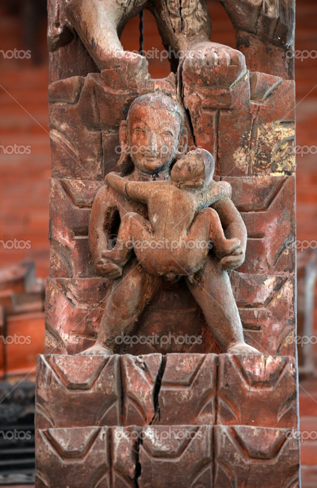 Khajuraho. Ejemplo de pederastia extrema entre varón adulto, y un adolescente pasivo muy joven.