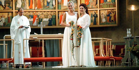 El Parlamento de Dinamarca aprobó una ley que permite que los homosexuales se casen en la Iglesia Evangélica Luterana (oficial en el Estado danés
