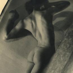 In mostra fino al 29 settembre, alla Galleria della Vecchia Pescheria, 40 nudi maschili e femminili realizzati dal 1932 al 1944 dal fotografo amato dal Duce. di Grazia Lissi - Il Sole 24 Ore - leggi su http://24o.it/km50t