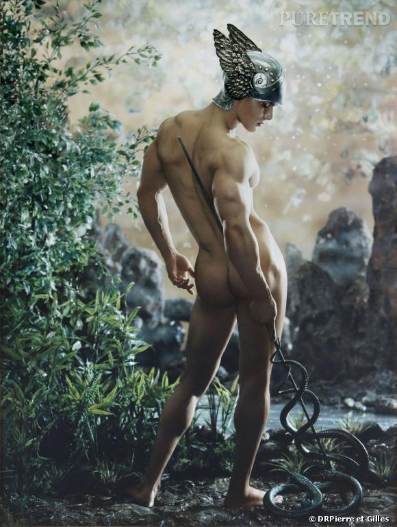 Hermes // Mercurio. Perfecta composición actual, de perfecto clasicismo grecorromano, obra de artistas franceses.