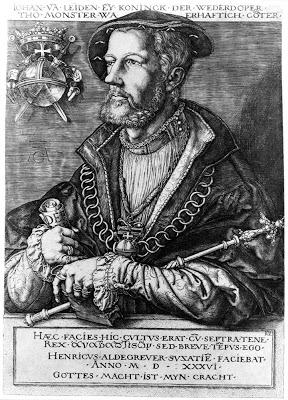 """Retrato del ultrapuerco Johannes Leyden. """"Leiden"""" significa, en alemán, """"Sufrimiento; sufrir"""", y eso le fue deparado providencialmente, para su expiación, o justo castigo por su catastrófica rebelión revolucionaria. Él y otros dos cabecillas de la secta fueron capturados, condenados, justamente torturados y ejecutados. Sus hediondos cadáveres fueron encerrados en jaulas que se colgaron del campanario de la iglesia de San Lamberto en Münster, y aun hoy día se las puede ver suspendidas en el mismo lugar del templo. ¡Gloria al Obispo, Señor y Guerrero católico de aquella ciudad de Münster, que reconquistó para sí y para el Sacro Imperio!."""