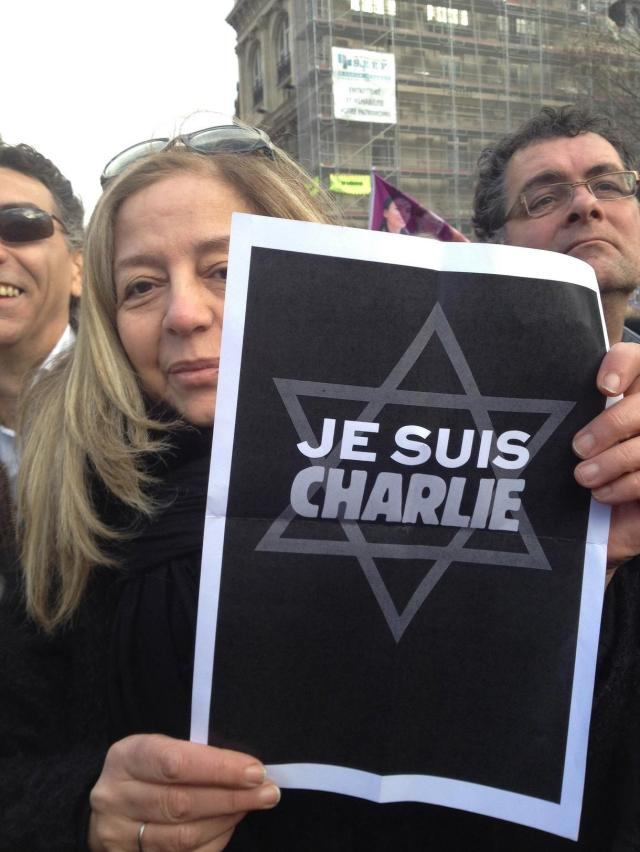 massive-crowds-gather-at-paris-unity-rally-to-honor-39charlie-hebdo39-victims-fr-translation-body-image-1421002631
