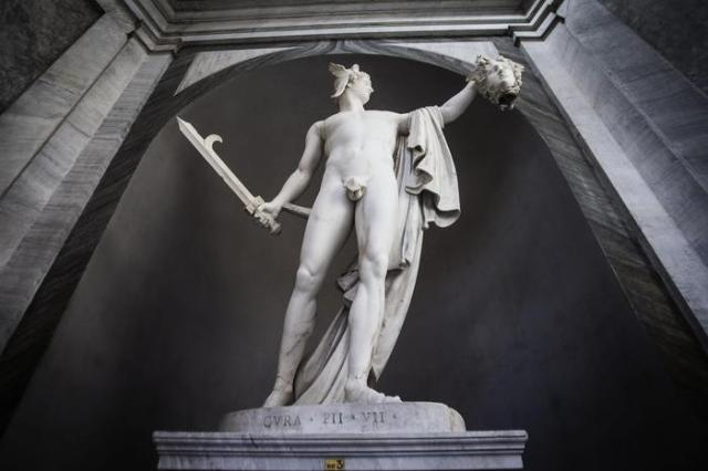 """Antonio Canova artwork """"Perseo"""" is exposed after restoration at Vatican Museum in Vatican, 30 April 2015. ANSA/ANGELO CARCONI"""
