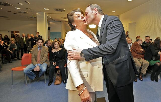 VALENCIA. 17.01.12 . El beso de ... quien ya sabemos desde hace milenios.