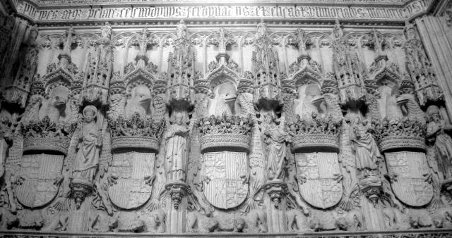 escudos_de_los_reyes_catolicos_en_san_juan_de_los_reyes_toledoespana