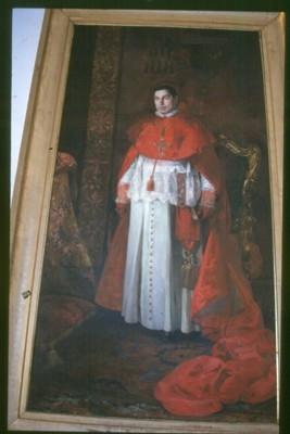 Cuadro al óleo, grande, del Cardenal Frsy Zeferino González y Díaz, cual Cardenal.Arzobispo de Sevilla. El retrato se halla en una de las paredes de la gran escalera o escalinata del Palacio Arzobispal hispalense, y viene confundido estúpidamente por frívolos láicos, con otros personajes.