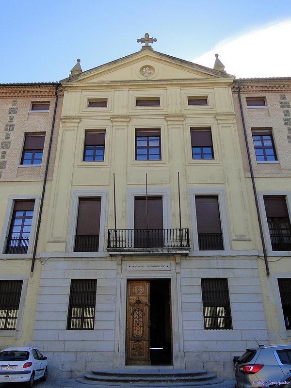 Fachada y puerta principal del Seminario Mayor, o Seminario Conciliar de Toledo, del Primado de España.
