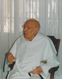 En una cámara exácta ente igual a esa, si no esa misma, con cortinas iguales, sillón y todo lo que se ve, me recibió el sapientísimo Padre Royo Marín en el convento dominico de calle Atocha, en Madrid.